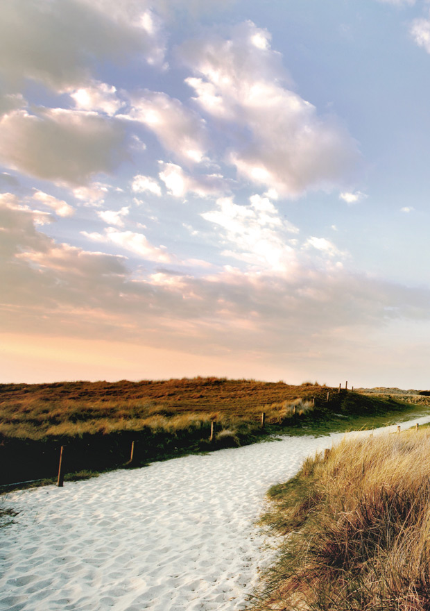 biggest discount on feet at closer at An exclusive dream holiday on Sylt at the Fährhaus